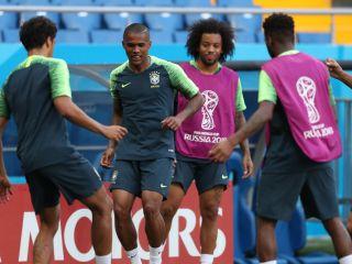 Douglas Costa Da Juventus Revela Pressão De Amigos Para