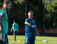 Domènec deixa 'modelo' Jesus de lado e faz mudanças no Flamengo