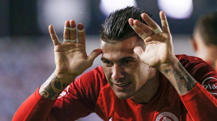 """Intermediário que está ligado ao Inter fala sobre possível acerto do Palmeiras com Cuesta: """"Pediram para aguardar"""""""