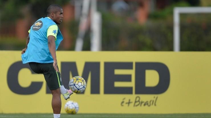 Atacante já deixou claro que quer retornar ao Imortal - Foto: Pedro Martins/AGIF.
