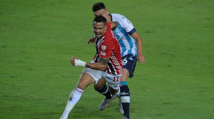 Atacante também precisou ser substituído na partida contra os argentinos - Foto: FotoBaires/AGIF.