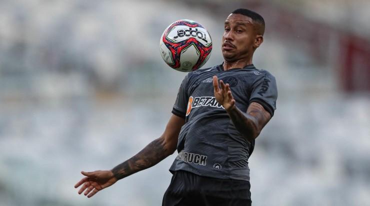 Jair: vaga no time titular (Foto: Pedro Souza / Atlético / Divulgação)