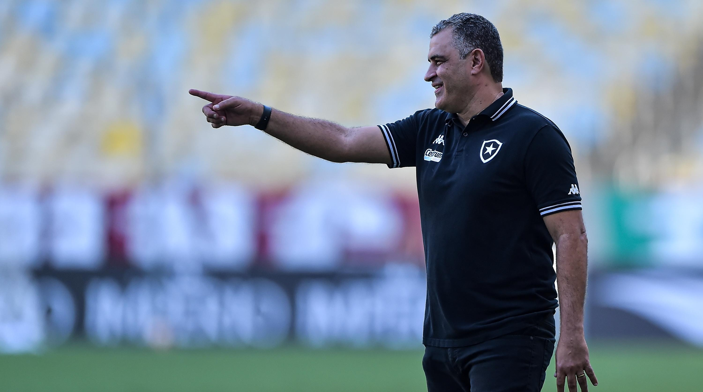 Marcelo Chamusca: técnico aguarda chegadas de reforços (Foto: Thiago Ribeiro/AGIF)