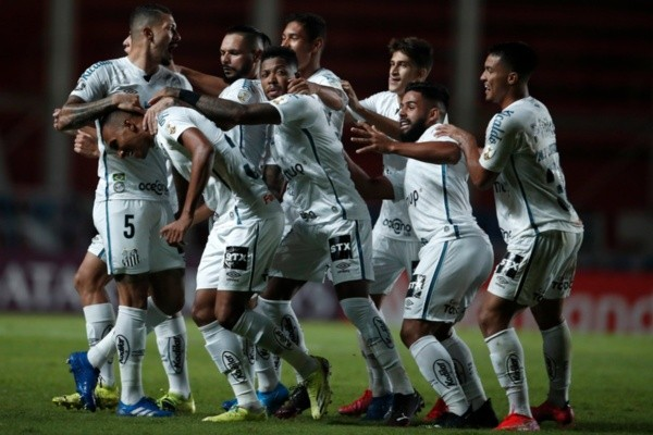 Jogadores do Santos comemoram gol. Foto: Getty Images