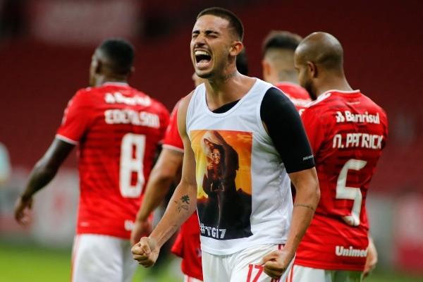 Thiago Galhardo comemorando gol. (Foto: Getty Images)