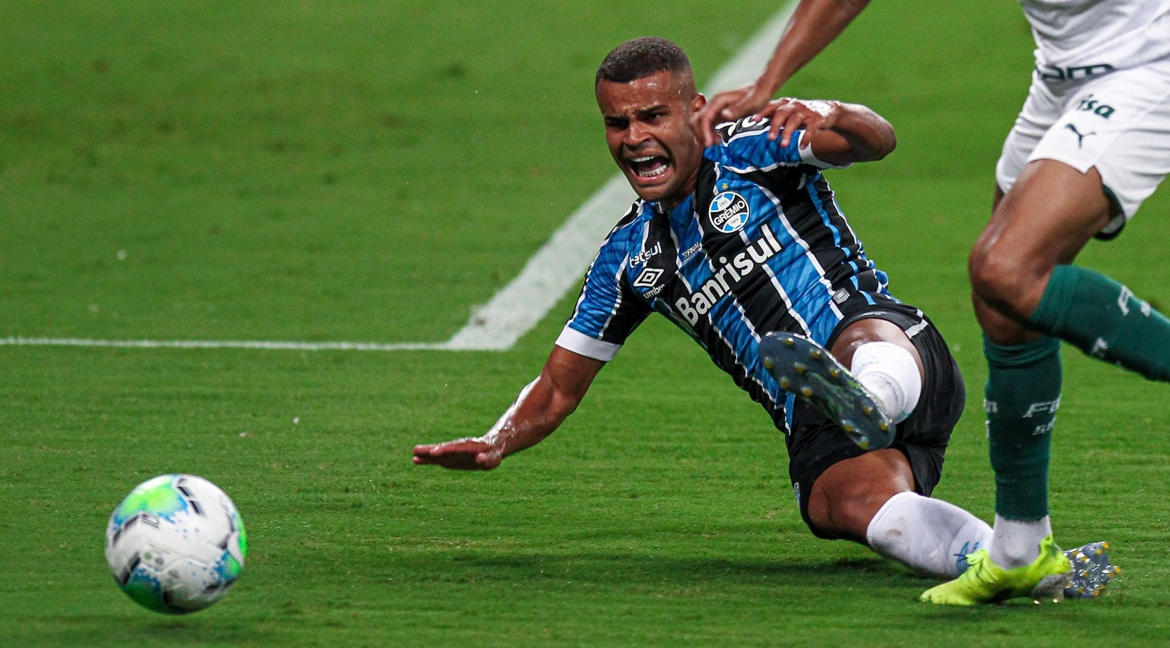 Alisson também tem seus direitos ligados ao clube mineiro - Foto: Fernando Alves/AGIF.