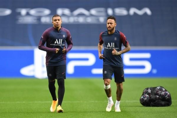 Mbappé e Neymar em treino do PSG. Foto: Getty Images