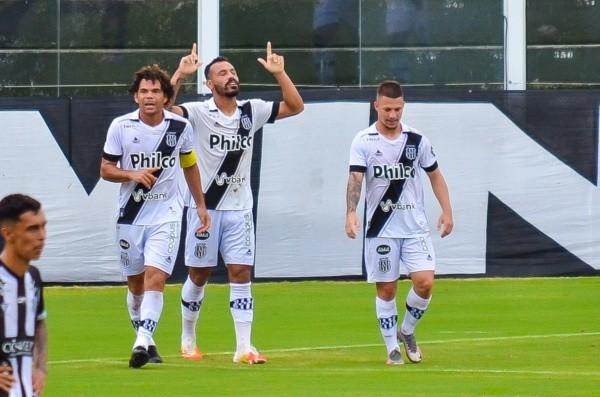 Comemoração de gol da Ponte Preta. Foto: R.Pierre/AGIF