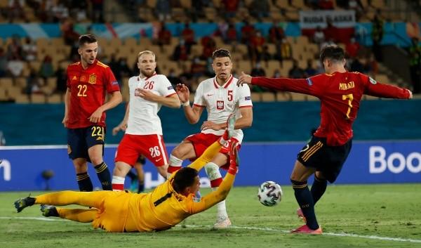 España en el campo contra Polonia.  (Foto: Getty Images)